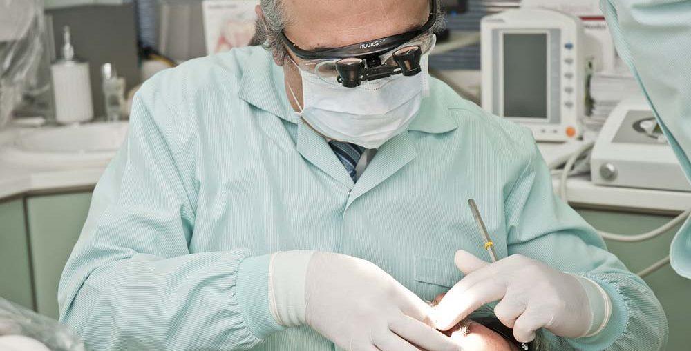 Jak właściwie dbać o zęby